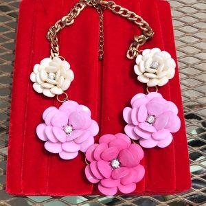 Statement flowers w rhinestone centers on chain